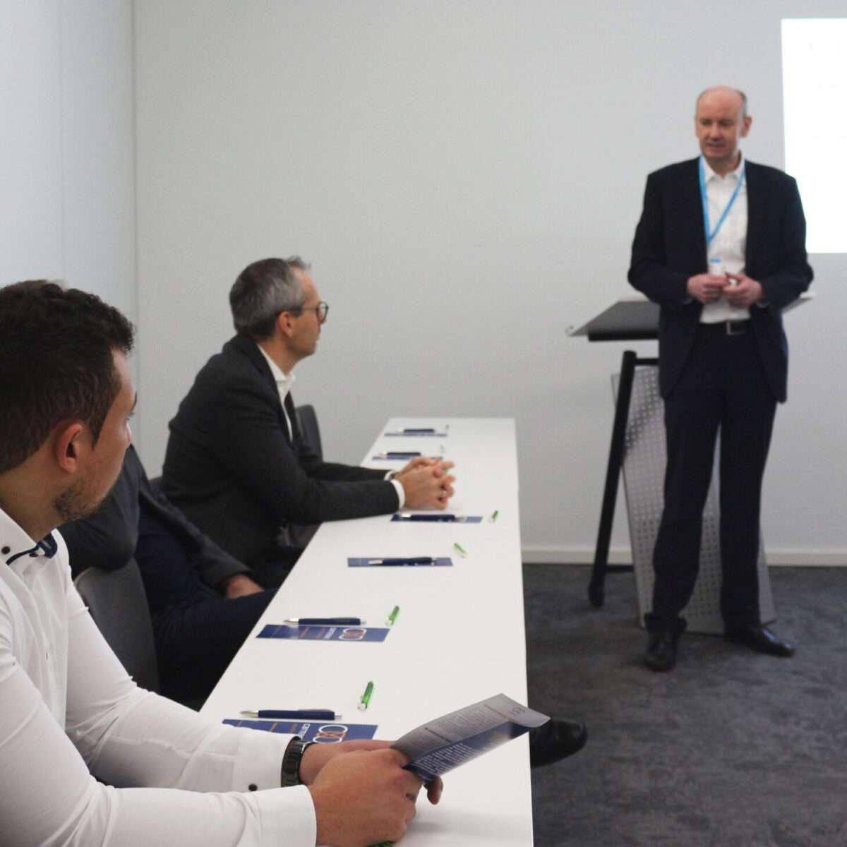 """Carsten Marmulla hält den Workshop """"Digitalisierungsrisiken minimieren"""" auf einer Digital-Messe"""