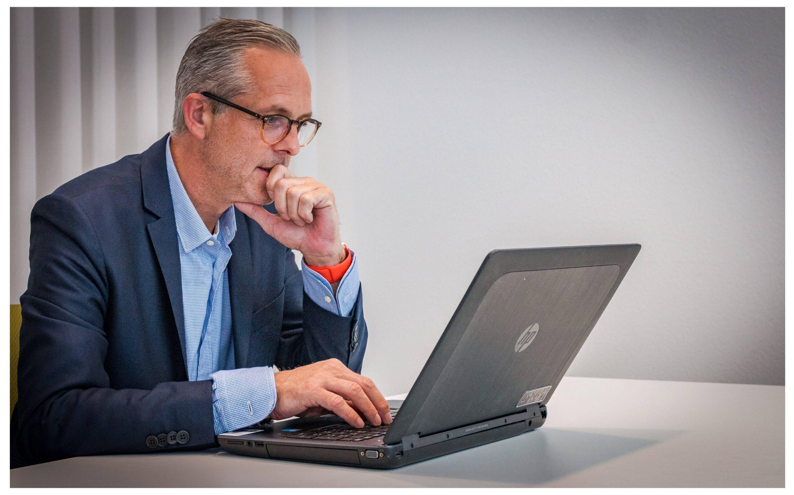 Mittelständischer Geschäftsführer betreibt Risikomanagement